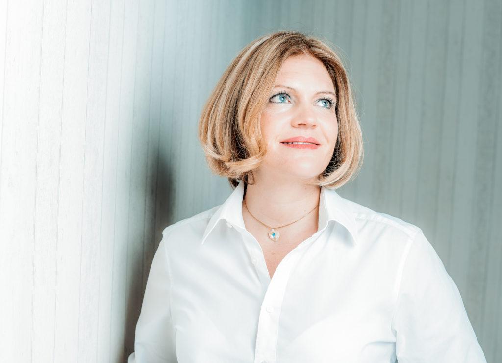 Simona Becker, Gründerin der Karma-Akademie